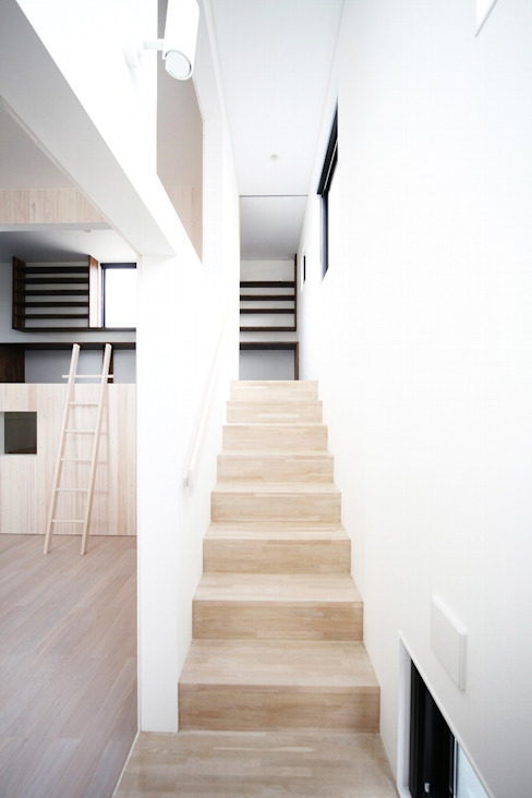 Modern Corridor, Hallway and Staircase by JMA(Jiro Matsuura Architecture office) Modern