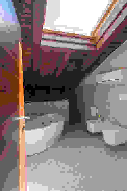 Residenza Colli Veneti Bagno moderno di Andrea Tommasi Moderno
