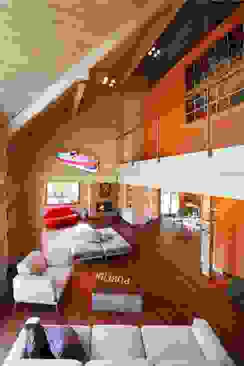 Salones de estilo moderno de alberico & giachetti architetti associati Moderno