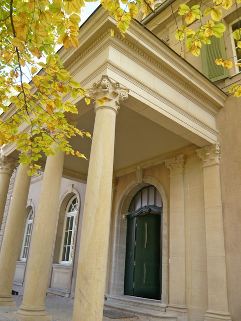 Das Portal ist die Visitenkarte des Hauses Klassische Häuser von Atelier von Wecus Klassisch
