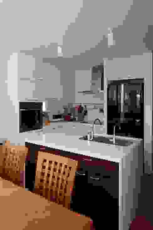 slide house Cozinhas modernas por 一級建築士事務所あとりえ Moderno