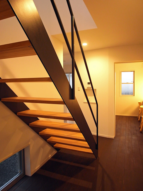 Modern Corridor, Hallway and Staircase by wada architectural design office 和田設計 Modern