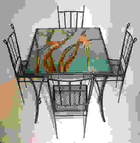 Tavolo Pappagalli completo di sedie di G.M.Selena-Laboratorio Artigianale di Salami Elena Classico