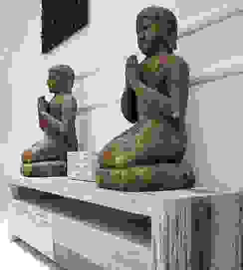 Figura De Decoración Monje Rezando:  de estilo colonial de Paco Escrivá Muebles, Colonial