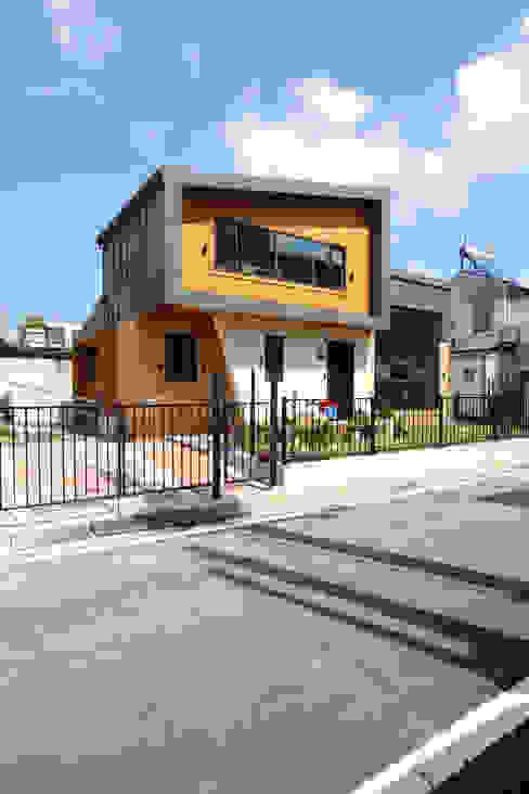 도심속 작은주택의 새로운 시도 충주주택 모던스타일 주택 by 주택설계전문 디자인그룹 홈스타일토토 모던