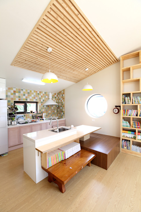 다용도주방: 주택설계전문 디자인그룹 홈스타일토토의  주방,
