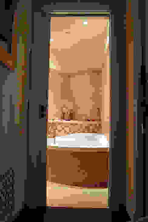 Appartamento in Bari - Tendenze a confronto Bagno in stile classico di SILVIA ZACCARO ARCHITETTO Classico