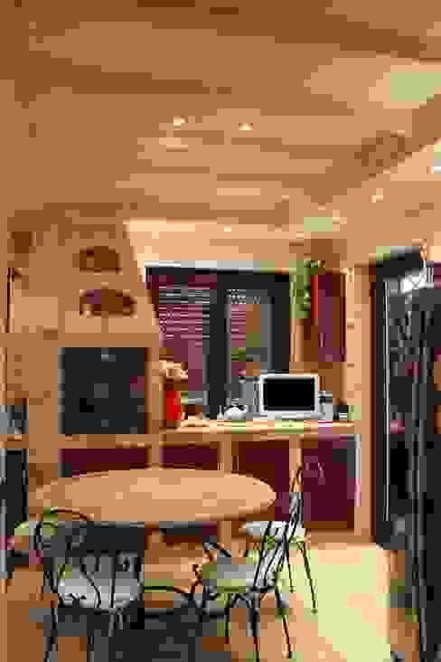 Appartamento in Bari - Tendenze a confronto Cucina in stile classico di SILVIA ZACCARO ARCHITETTO Classico