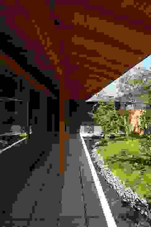 KAWARA: 宝角建築アトリエが手掛けた庭です。,和風