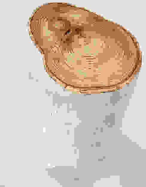 Mesa auxiliar de tronco natural, pintado en blanco y con superficie en color natural de Cube Deco Escandinavo