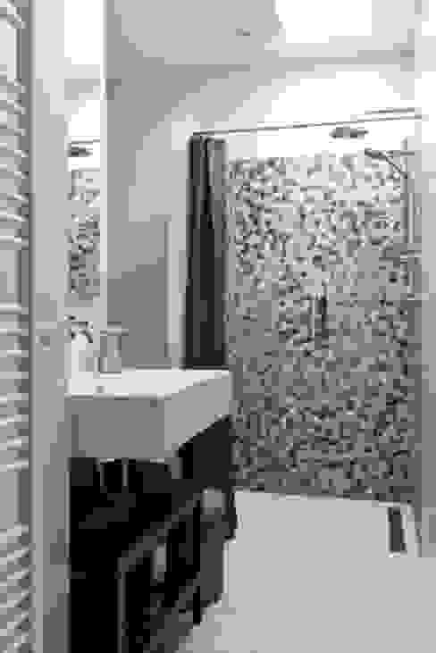 Casas de banho modernas por SMEELE Ontwerpt & Realiseert Moderno