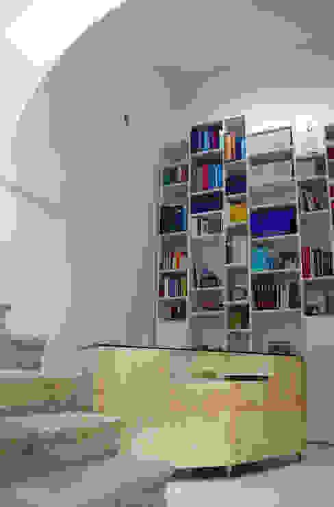 modern  by raffaele iandolo architetto, Modern