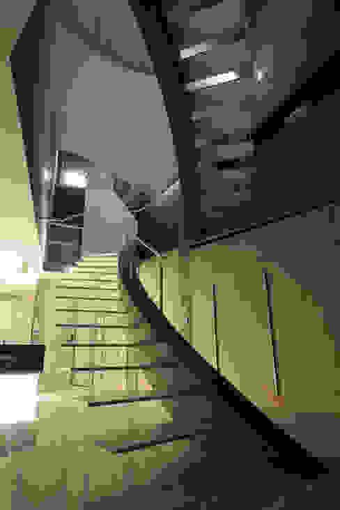T House Modern corridor, hallway & stairs by Atelier Boronski Modern