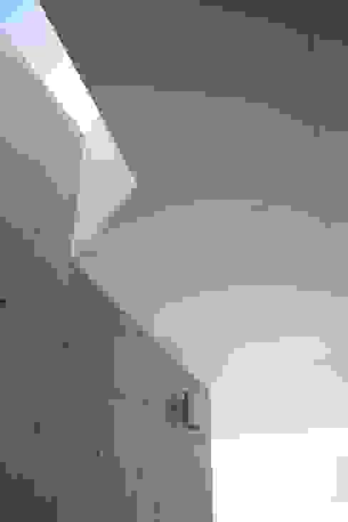 T House Modern walls & floors by Atelier Boronski Modern