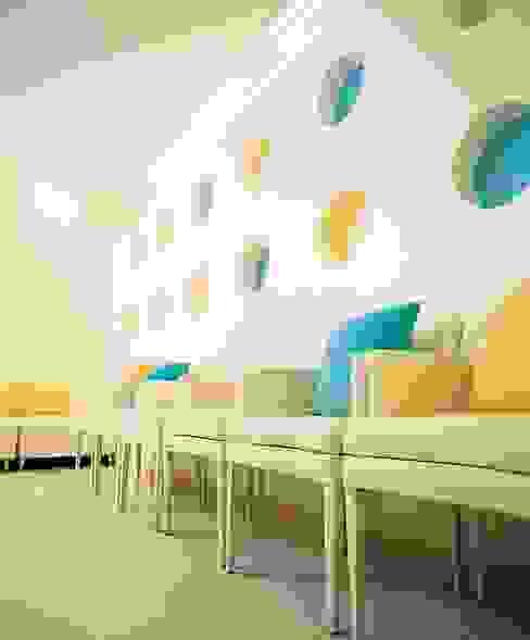 경희 키즈 한의원 Kid's & Junior Oriental Medicine Clinic 트로피컬 스타일 병원 by 참공간 디자인 연구소 휴양지