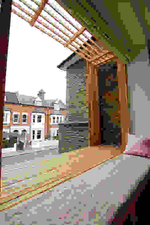 Timber window seating Dormitorios modernos: Ideas, imágenes y decoración de Affleck Property Services Moderno