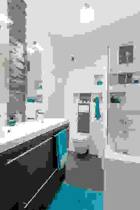 Salle de bain ardoise/wengé/WC suspendu/baignoire Salle de bain moderne par Am by Annie Mazuy Moderne