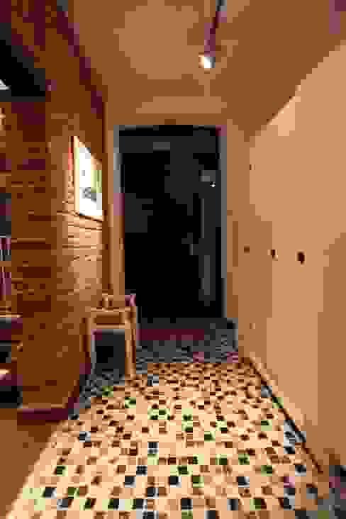 Modern corridor, hallway & stairs by REFORM Konrad Grodziński Modern
