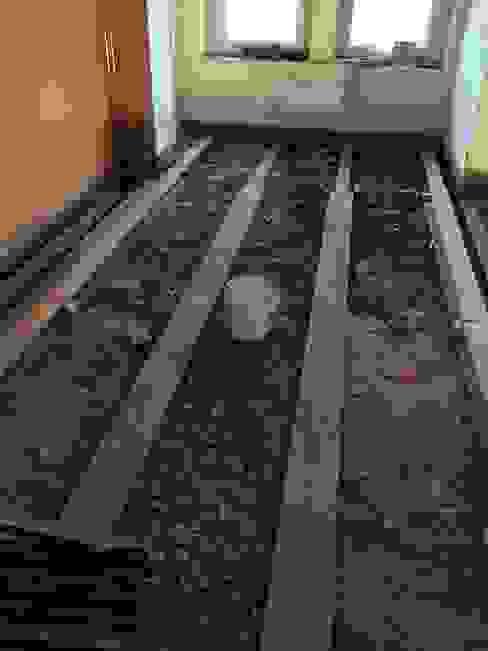 Typische Unterkonstruktion im Berliner Altbau: Holzbalkendecke mit alter Schüttung von Wärmekombinat GmbH