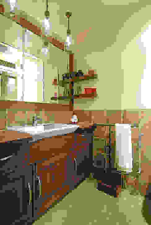 Colourful Living Modern bathroom by The Orange Lane Modern