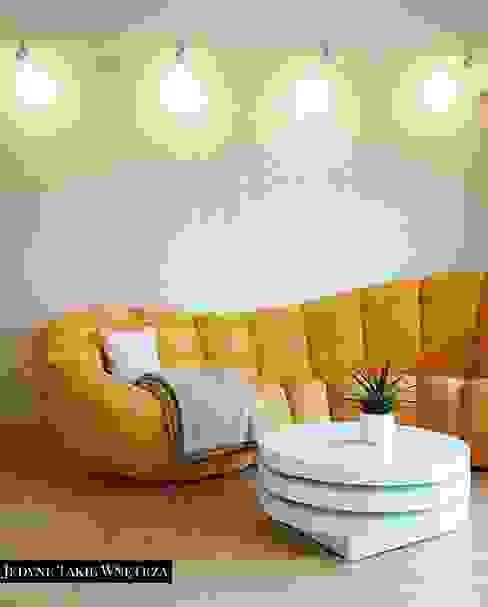 Salones modernos de JedyneTakieWnętrza Moderno