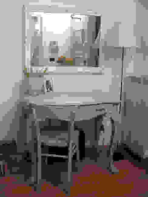 Mobile scrivania STUDIOFLUIDO Ingresso, Corridoio & Scale in stile classico