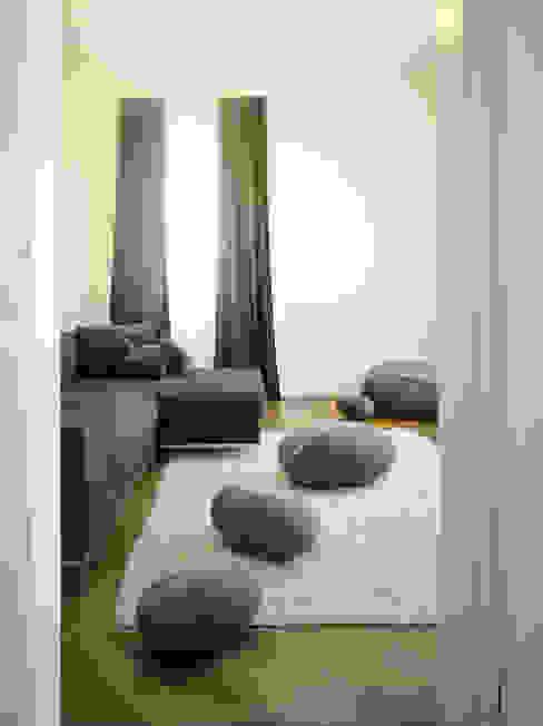 Appartement Stuttgart Moderne woonkamers van Yeh Design Modern