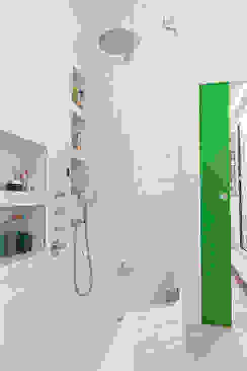 حمام تنفيذ Lise Compain, حداثي