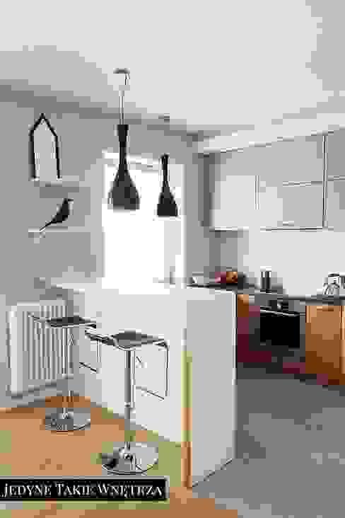 Skandynawskie inspiracje w salonie z kuchnią Skandynawska kuchnia od JedyneTakieWnętrza Skandynawski