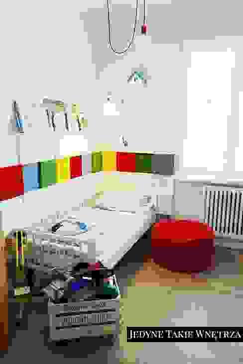 Scandinavian style nursery/kids room by JedyneTakieWnętrza Scandinavian