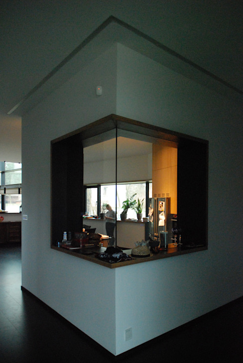 DOM POD DĘBEM Minimalistyczna kuchnia od SDA - SZCZEŚNIAK DENIER ARCHITEKCI Minimalistyczny