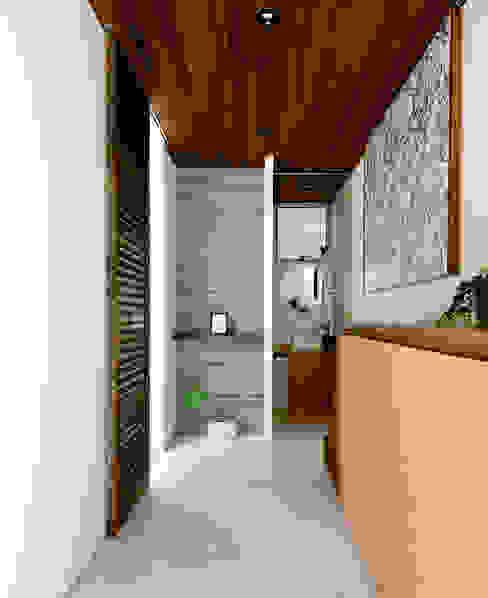H建築スタジオ 現代風玄關、走廊與階梯