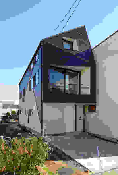 北側外観(建物間口3.4m): H建築スタジオが手掛けた家です。,モダン