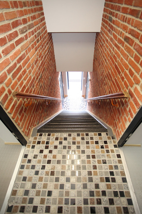 Modern Corridor, Hallway and Staircase by REFORM Konrad Grodziński Modern