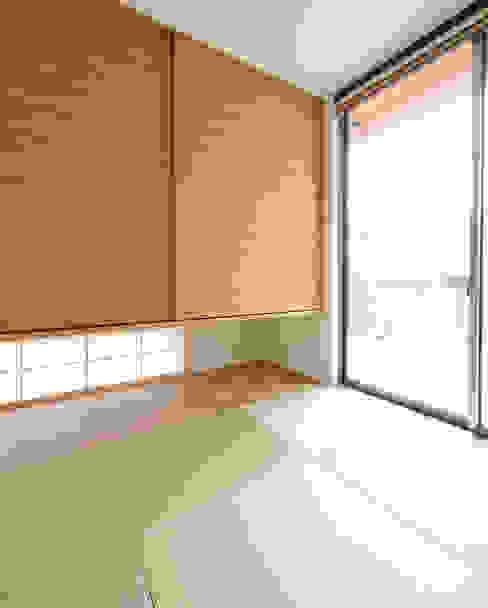Ruang Multimedia oleh H建築スタジオ