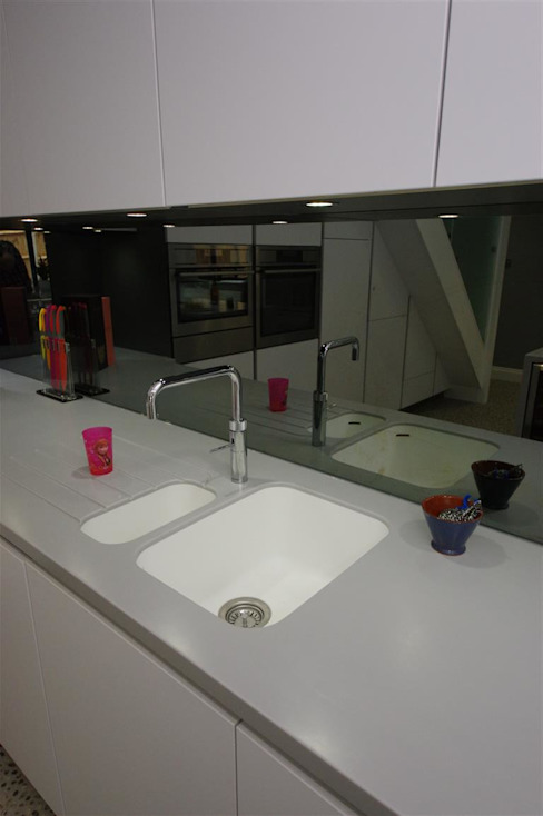 contemporary handle less Modern kitchen by PTC Kitchens Modern