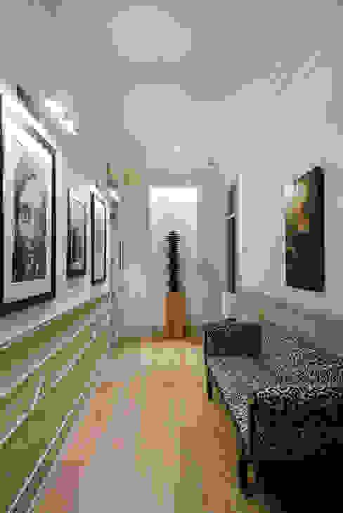 Vivienda zona Justicia, Madrid nimú equipo de diseño Pasillos, vestíbulos y escaleras de estilo clásico