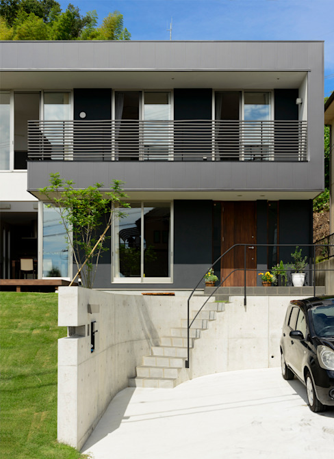 現代房屋設計點子、靈感 & 圖片 根據 H建築スタジオ 現代風