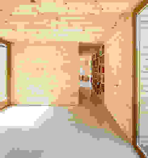 Paredes de estilo  por Alventosa Morell Arquitectes, Moderno