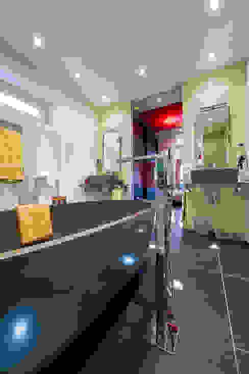DRESSING ET BAIN Salle de bain moderne par LA CUISINE DANS LE BAIN SK CONCEPT Moderne