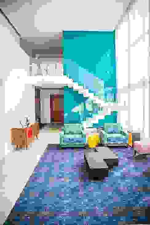 Salas / recibidores de estilo  por HAUS