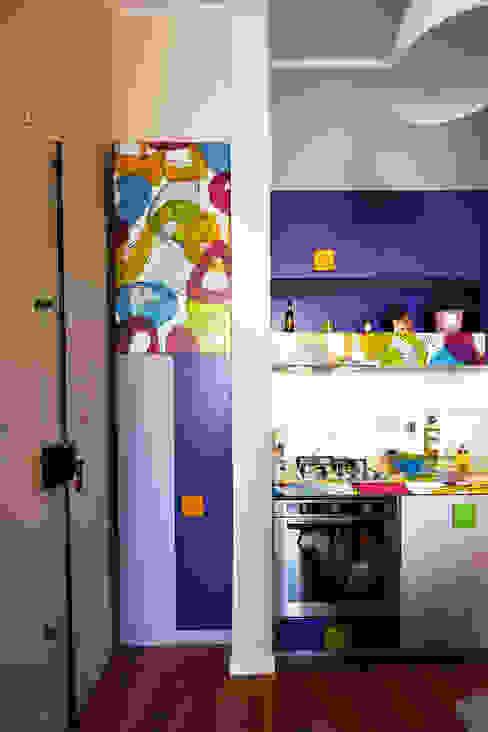 現代廚房設計點子、靈感&圖片 根據 Diciassette Tredici 現代風
