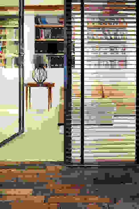 Renovatie souterrain en bel-etage aan de gracht Industriële ramen & deuren van Kodde Architecten bna Industrieel