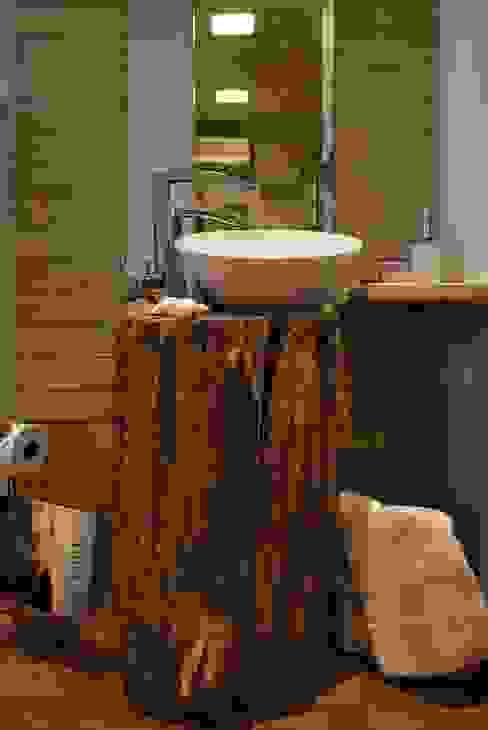Salle de bain rustique par ARQ Ana Lore Burliga Miranda Rustique