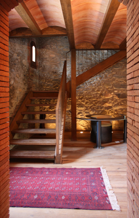 Country style corridor, hallway& stairs by ruiz carrion espais Country