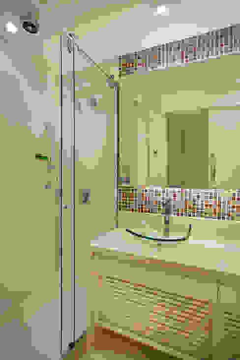 Banheiro Banheiros modernos por homify Moderno