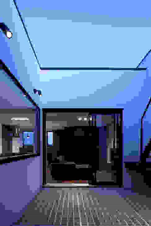 北方の家-okayama- モダンデザインの テラス の タカオジュン建築設計事務所-JUNTAKAO.ARCHITECTS- モダン