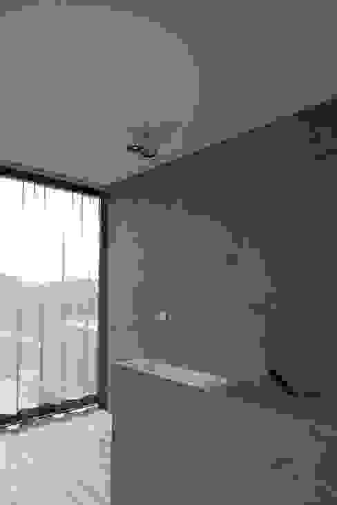 woning en kantoor volledig in ter plaatse gestort beton pluspunt architectuur Minimalistische gangen, hallen & trappenhuizen