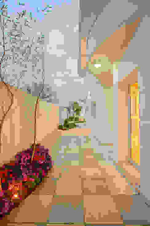 Giardino moderno di Designer de Interiores e Paisagista Iara Kílaris Moderno