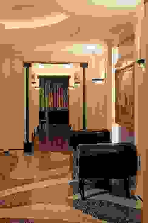 ทางเดินสไตล์คลาสสิกห้องโถงและบันได โดย Studio B&L คลาสสิค